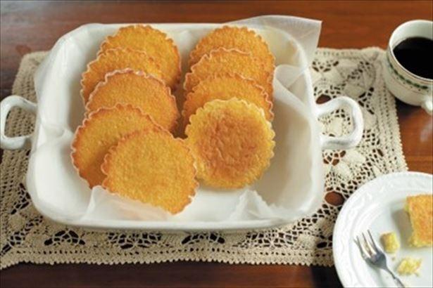 発酵バターを使用しバニラを効かせた「マドレーヌ 」(1 個 216 円)