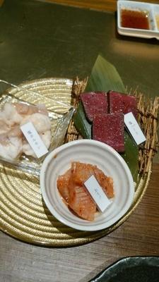 塩ホルモン(300円)や塩ハート(心臓、600円)、上ミノ(第1の胃、700円)をはじめ新鮮なホルモンも多彩