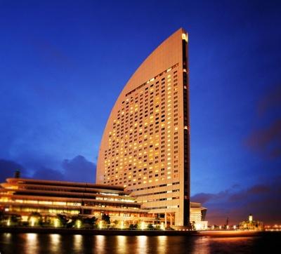 """""""風をはらんだヨットの帆""""の形をした外観でお馴染みのヨコハマ グランド インターコンチネンタル ホテル"""