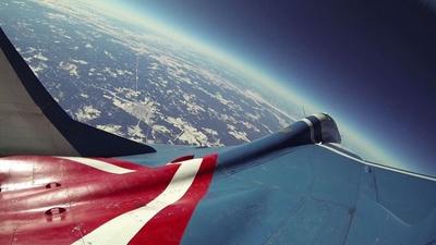 青い地球を眺めるチャンス!一生の記念にいかが?