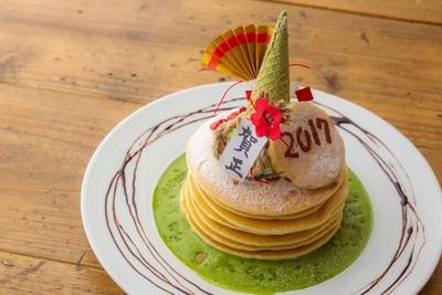 お正月ならではの華やかなビジュアル!エッグセレントの「門松パンケーキ」(1850円)で福を呼び込もう