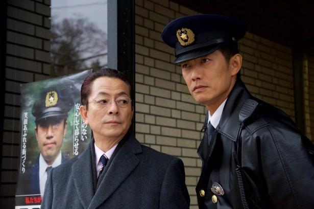 【写真を見る】反町隆史演じる亘は初の制服警官姿で登場!