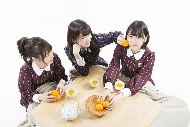 秋元「未央奈のほっぺにみかんをギュ~!」 堀「……」