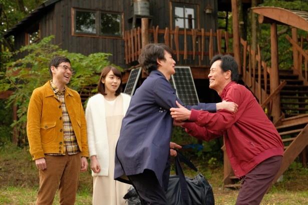 【写真を見る】売れっ子脚本家の竹山(岡田将生)は、再び北海道の名も無き田舎町にカムバック!
