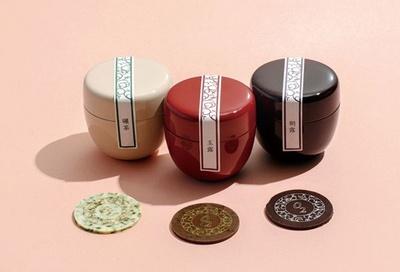 【写真を見る】théomurataの「茶葉ショコラ」(8枚×3個5,140円)