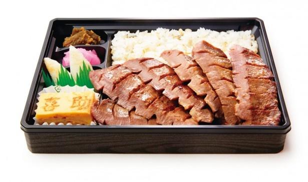 「味の牛たん 㐂助(きすけ)」(宮城)の厚切り牛たんミックス弁当(2376円)