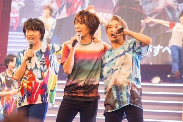 華麗なパフォーマンスをで観客を圧倒する(左から)神木、平間、松岡広大