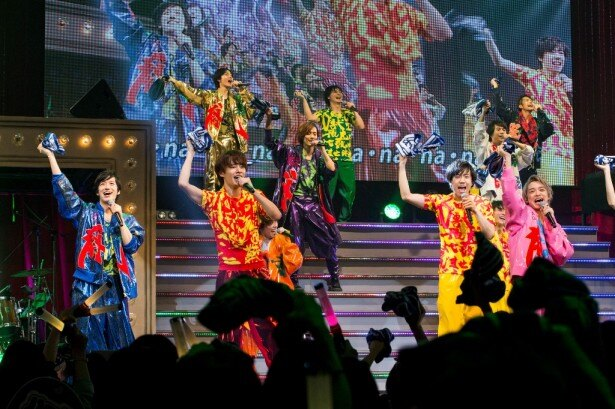 メンバー全員による「無礼講!!!」では、観客もタオルを回して会場全体に一体感が生まれた