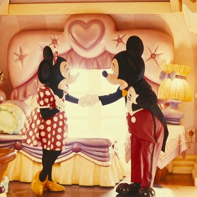 第1位はミッキーマウス&ミニーマウスのバースデーデートの様子を収めた動画