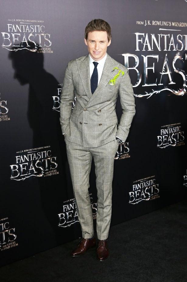 エディ・レッドメインは英国人らしい着こなしでキングに選出されている