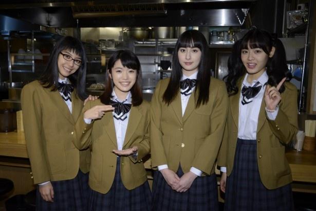 ラーメンを食べまくる女子高校生役の田中美麗、美山加恋、早見あかり、古畑星夏(写真左から)
