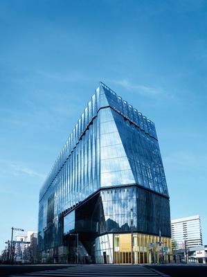 江戸切子をモチーフにした建物が印象的な、東急プラザ銀座