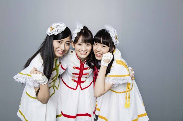 インタビューに応じた秋本帆華(中央)、坂本遥奈(左)、伊藤千由李(右)