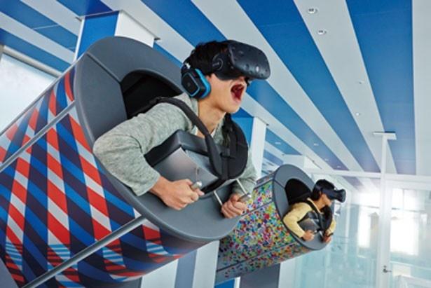 SKY CIRCUS サンシャイン60展望台の「TOKYO弾丸フライト」(1回600円)。人間大砲型のマシンに乗って、バーチャルフライトを満喫しよう
