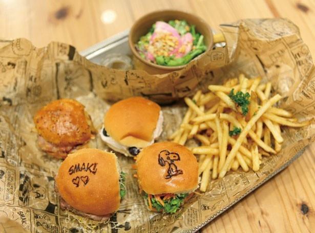 """スヌーピーの焼印に胸キュン!/PEANUTS Cafe「""""ザ・グースエッグス""""スライダー」(1944円)"""