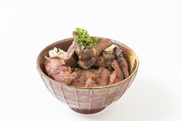 メガ盛り牛ステーキ丼(1680円)