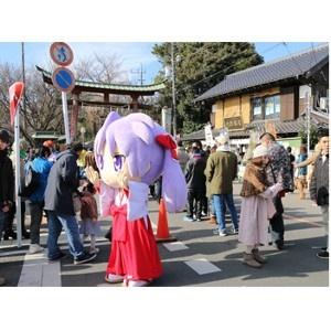 アニメ放送10年目を迎える「らき☆すた」の聖地・鷲宮で新春初売りが開催。ゲストに柊つかさ役の福原香織も登場!