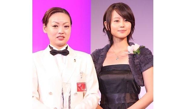 堀北さんと、カクテルアワードを受賞した村上さん