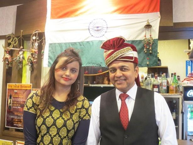 「シタル西荻本店」のオーナー・ガイレ プーラン パルサードさんと娘のジョティさん