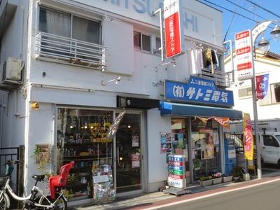 街の電機屋さんとオシャレな雑貨店が隣同士なのも西荻窪の魅力
