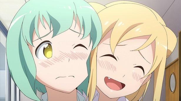 「亜人ちゃんは語りたい」第1話の場面カット到着。高橋鉄男の元に赴任してきたのは…?