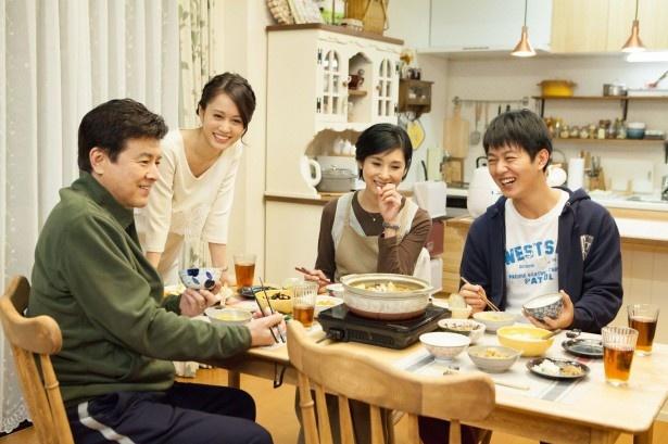 「就活家族~きっと、うまくいく~」の富川家は理想の家族に見えるが…