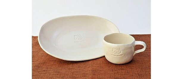 萩焼・大屋窯 楕円皿(3150円)、マグカップ(3150円)