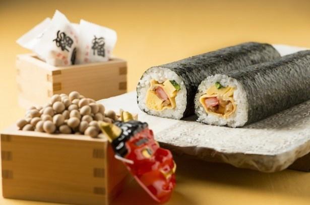 【写真を見る】おまけに福豆がついてくる「恵方巻」(1000円)