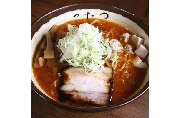 「辛味噌ら〜めん」(¥850)。十数種の食材をブレンドした濃いめの味噌ラーメンに、ピリ辛テイストがマッチ