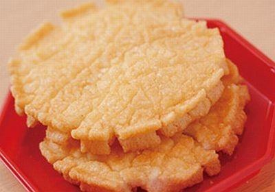 人気NO.1おかきの「朝日あげ」。ほのかな甘味があり、軽い触感はいくつでも食べられそう
