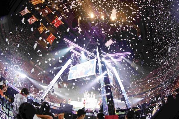 1月11日よりdTVにて、昨年開催されたE-girls史上最大規模の全国アリーナツアーのダイジェスト映像を独占先行配信