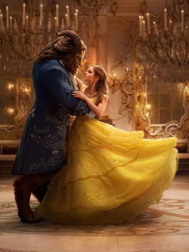 ベルと野獣が踊る美しい新画像も公開された