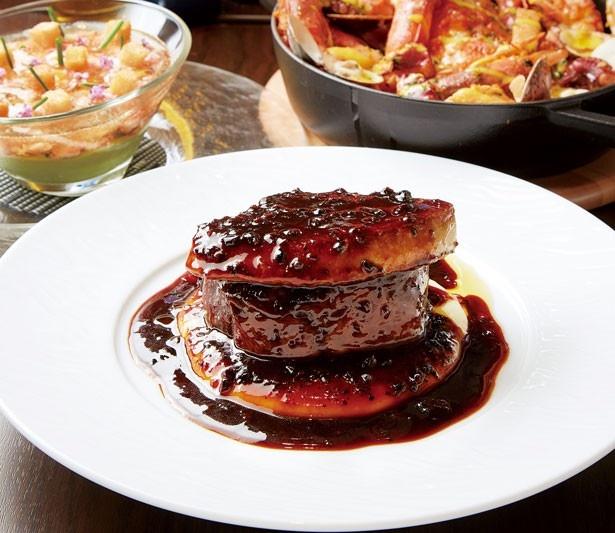 香り高いトリュフソースの味わいも格別な「スペシャリテ 牛フィレ肉とフォワグラのロッシーニ」(2138円)/俺のフレンチ 梅田