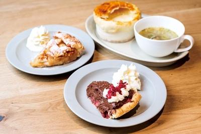 イチゴの酸味が口の中で絶妙に絡み合う「ストロベリーモカクリームパイ」(842円)など/スラッピーケークス大阪