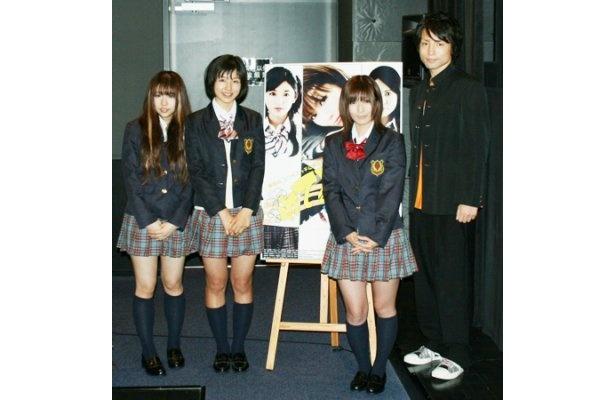 映画「劇場版 イケてる2人」の舞台あいさつに登場した大江朝美、里久鳴祐果、京本有加、吉田貴幸(写真左から)