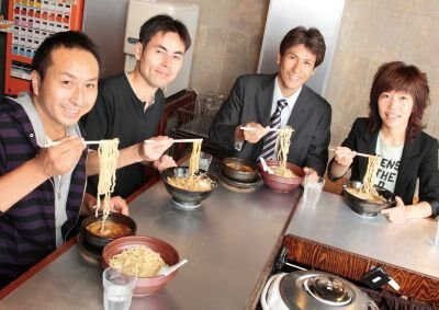 左からはんつさん、矢守さん、跡部さん、常盤さんの4人。今年2/16にオープンした「紅蓮」にて対談は行われた