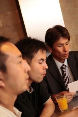 ラーメン談義をした、左からはんつさん、矢守さん、跡部さん