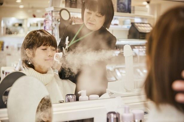 店頭では肌の油分チェックやスチームのサービスが受けられる