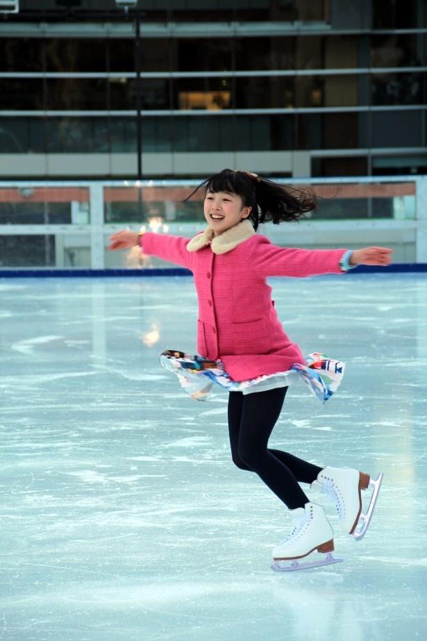 ドラマスペシャル「探偵少女アリサの事件簿」で主演を務める本田望結が、スケートを披露