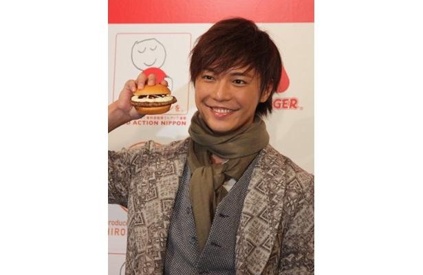 もちろんハンバーガーも大好きという成宮さん