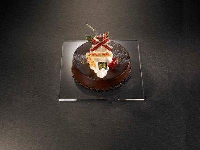 ル パティシエ タカギ「キャラメルとショコラのクリスマスケーキ」¥4725