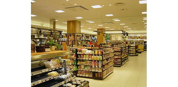 「あまがさき阪神」1階の食料品売場