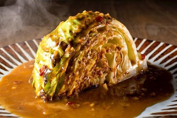 キャベツの甘味と特製ソースがベストマッチ!食べごたえ満点のステーキ