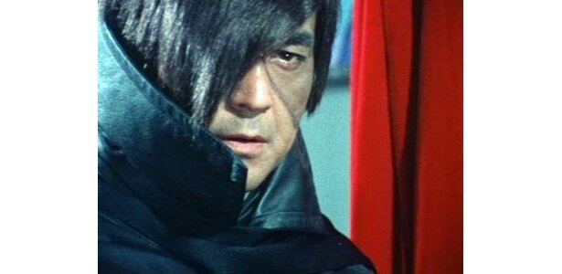 """ブラック・ジャックに扮する""""若大将""""加山雄三。……誰!?"""