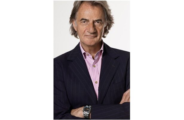 Paul Smith(ポール・スミス)氏は、1946年、イギリス・ノッティンガム生まれ。1976年に初のコレクションを発表以来、イギリスを代表する世界的なデザイナーだ