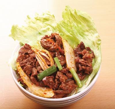 プルコギ丼(韓国)500。人気のプルコギ(焼肉)が主役。温玉のっけバージョンもあり!