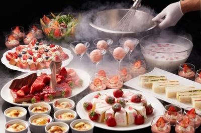 今年も水・木曜限定で「苺のデザートビュッフェ」を開催。新作も多数そろい、リピーターも大満足の内容になっている