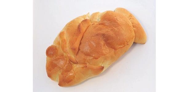 ベーカリービジョンのまぐろパンは220円。毎週日曜に開催される朝市限定だ