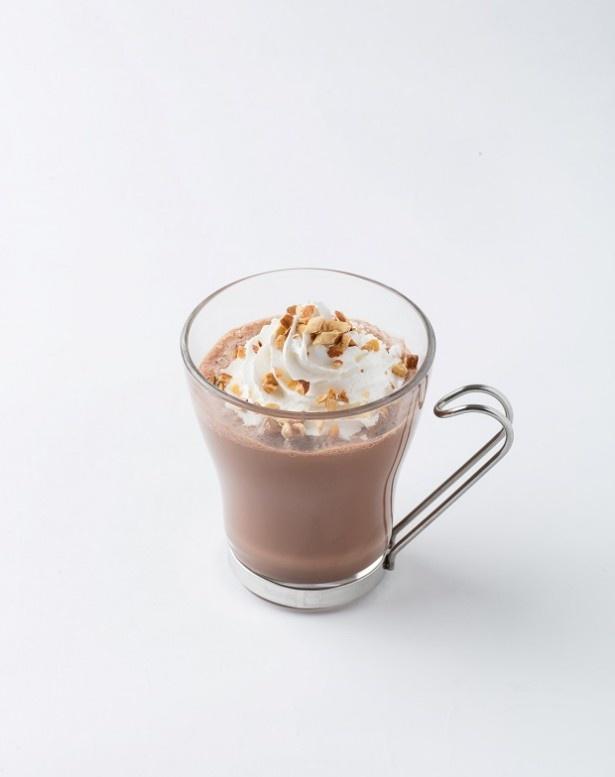 濃厚チョコレートドリンクにホイップクリームとローストアーモンドをトッピングした「ショコラ アーモンド&ホイップ」(税抜380円)