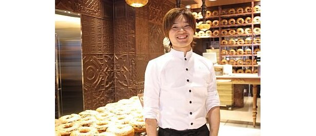 若干27歳のオーナー、田島信也さん。今や年商4億円の人気店となり、パティスリーなどのプロデュースも手がけている
